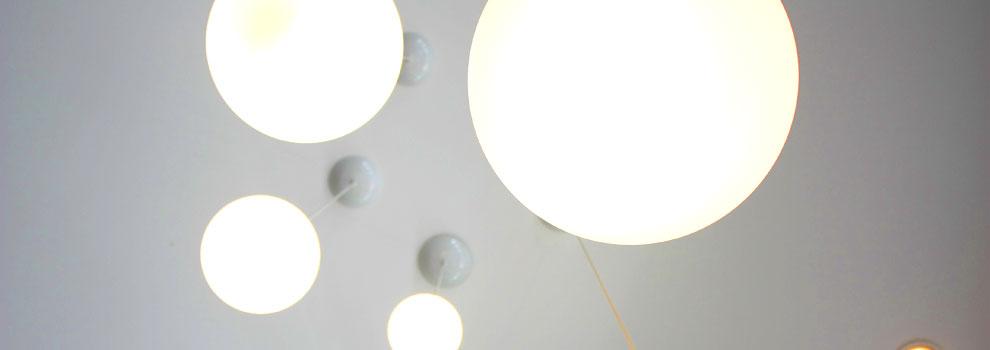 Die Reinigung von hochhängenden Deckenlampen – sicher und gründlich