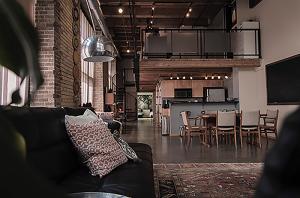 Lampen können auf vielfältige Weise besondere Akzente in den Wohnraum zaubern – durch die LED-Technologie zudem energiesparend.