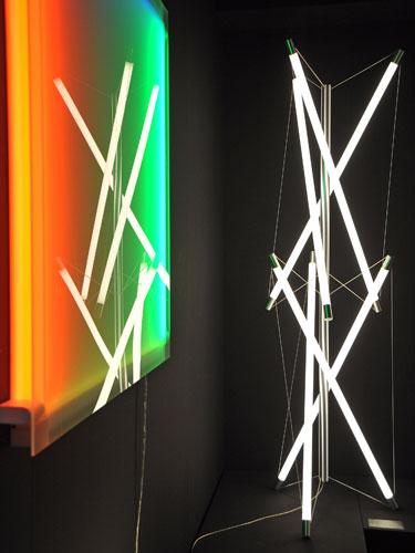 leuchten lampen neon licht stehlampe aus neonr hren auf. Black Bedroom Furniture Sets. Home Design Ideas